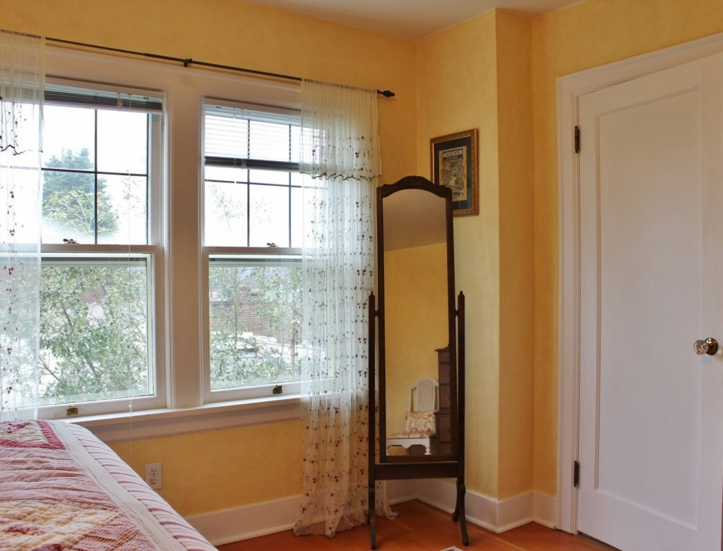 Master Bedroom Refresh: Before refresh with rag rolled walls